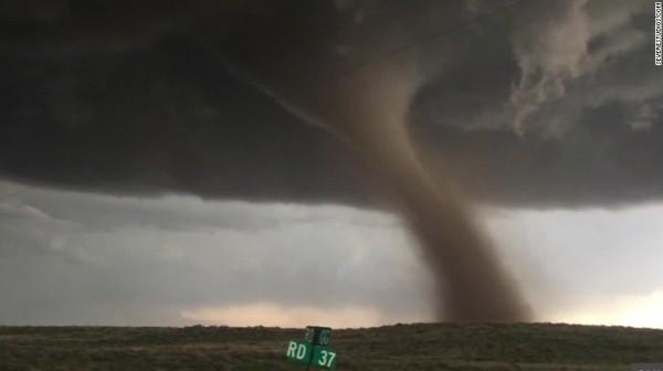 160508054202-fire-storms-twister-van-dam-lklv-00024715-exlarge-169